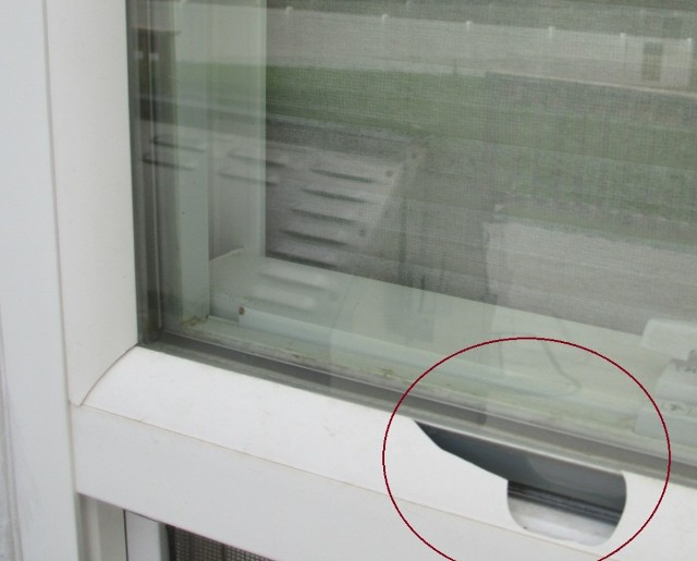 Hail damage to vinyl window beading & 86020804.jpg
